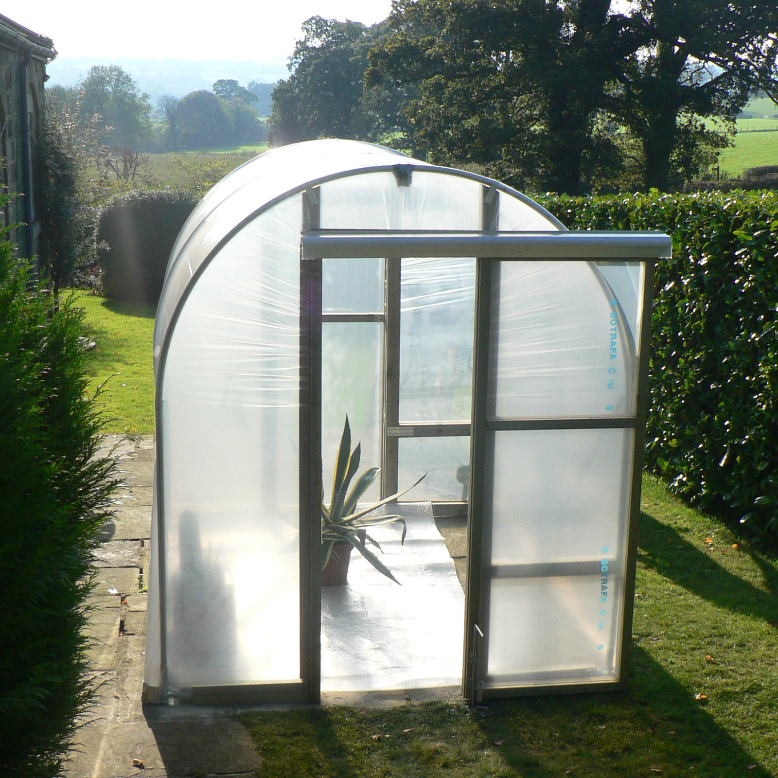 Putting up a polytunnel: fresh fruit & veg all year round